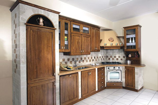 Cucina in muratura in legno - Cucine piastrellate ...